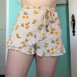 American Eagle yellow floral skort